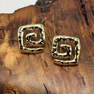 NWT vintage gold hammer swirl square abstract stud